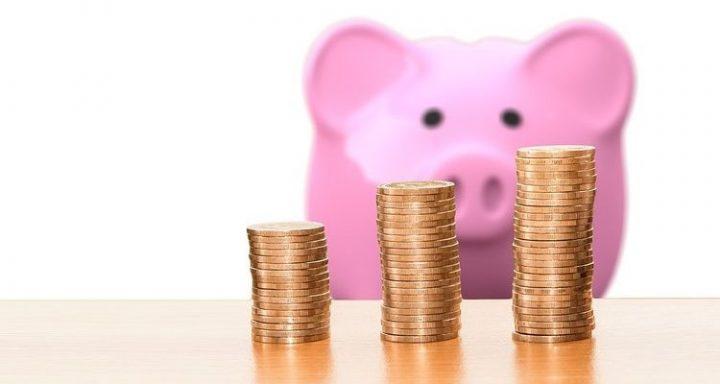 """La """"economía doméstica"""" y """"endeudamiento"""": 4 puntos para el análisis del estallido social"""